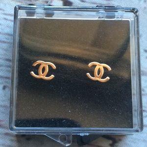 Double c stud earrings gold